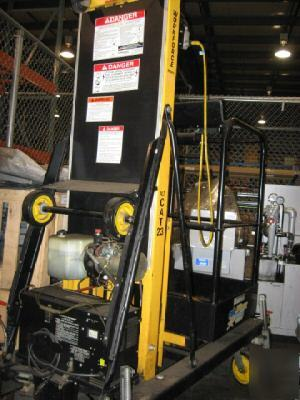 Workforce xlt-c.a.t. 23 cat lift boom scissor